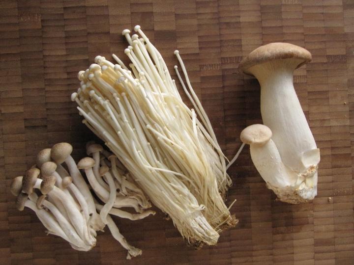 Hot Pot mushrooms - Photo Courtesy of Oscar Banquet